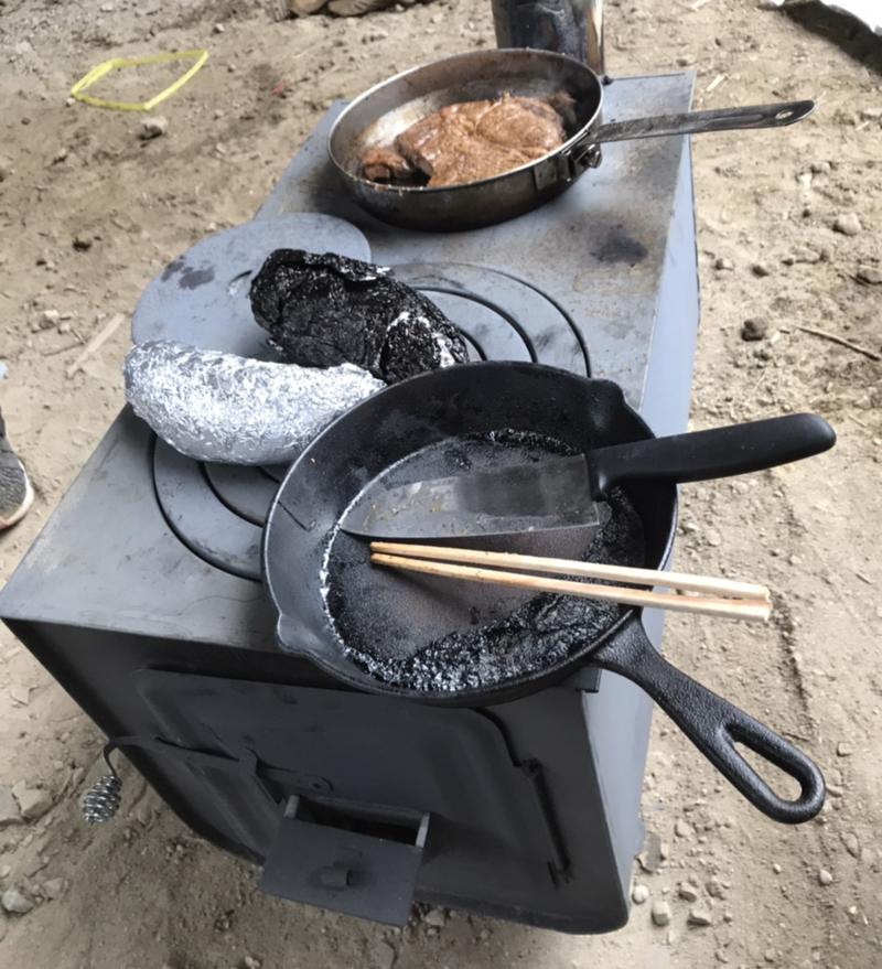薪ストーブで暖まりながらバーベキュー【お家時間】